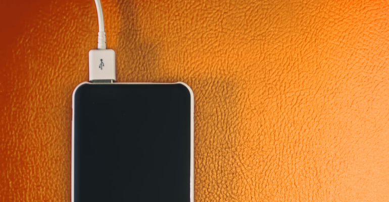 Η μπαταρία του κινητού αδειάζει γρήγορα:  7 λόγοι και λύσεις.