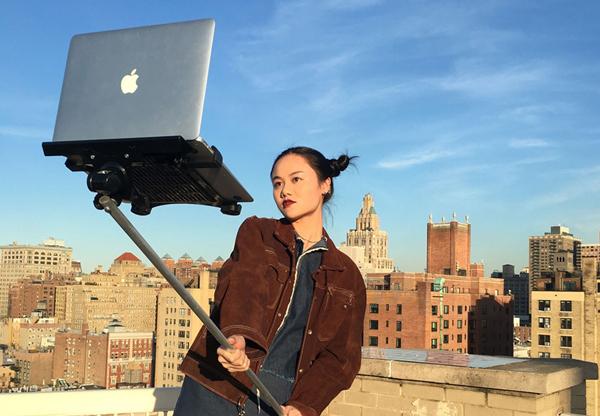 MacBook Selfie Sticks: η μόδα της αυτοφωτογράφισης σε άλλο επίπεδο!