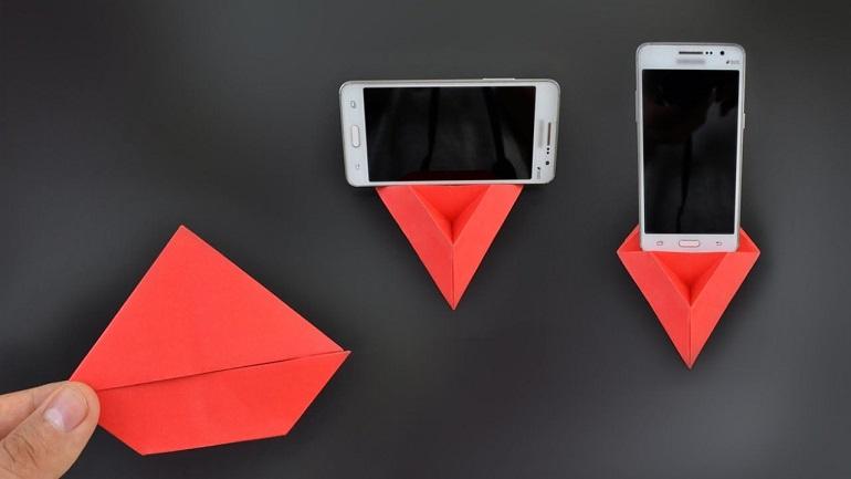 DIY: Πώς θα φτιάξεις βάση κινητού από χαρτί;
