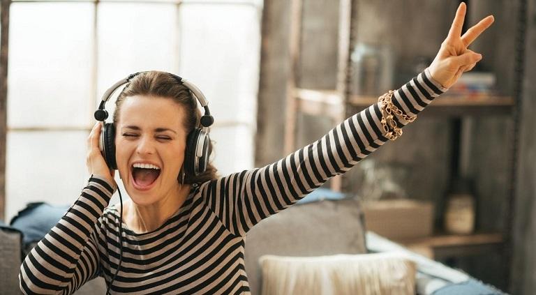Επιπτώσεις στην ακοή μας η πολύωρη χρήση ακουστικών