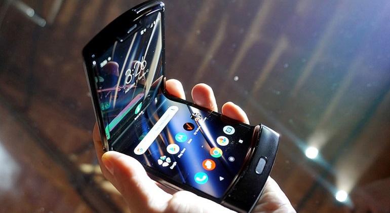 Το Motorola Razr επανακυκλοφόρησε ως σύγχρονο foldable smartphone
