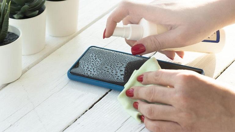 Μπορεί ένα smartphone να χαλάσει από τον καθαρισμό;