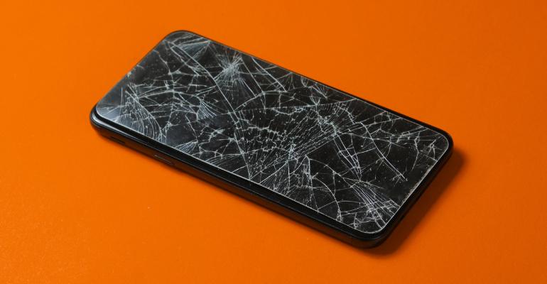 Σπασμένη οθόνη κινητού: τι να κάνεις πριν την επισκευάσεις;
