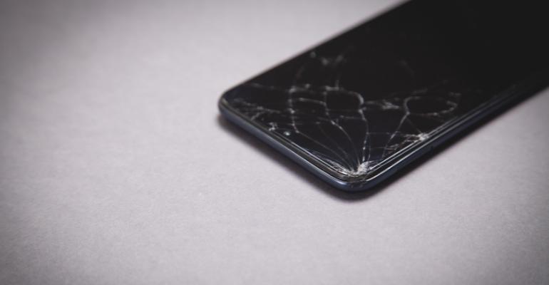 Οι πιο λάθος συμβουλές που σου δίνει το διαδίκτυο για ραγισμένη οθόνη κινητού